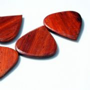 Blues Tones - Padauk - 1 Guitar Pick | Timber Tones
